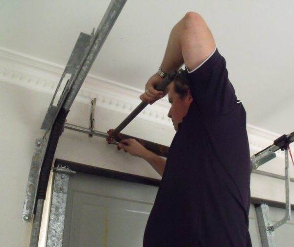 Quality Garage Door Roller And Track Repair Service In Richmond Hill